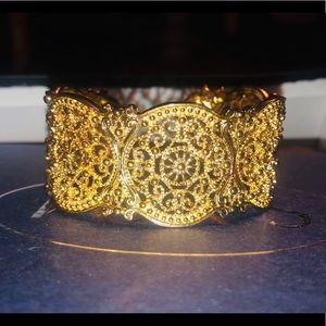 BEAUTIFUL Gold Cuff Bracelet